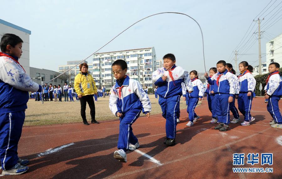 小学的12000多名学生将在冬季课余活动时段参加跳绳