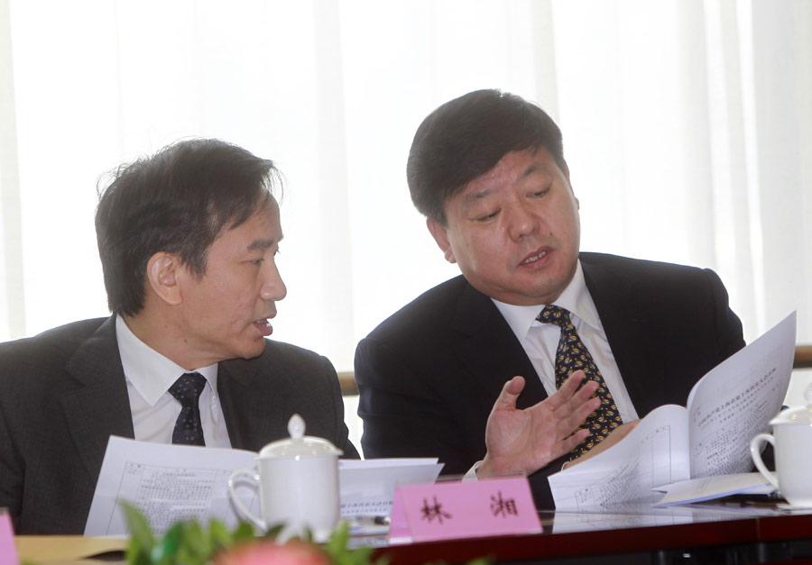 黄融_右为黄融代表,左为林湘代表.