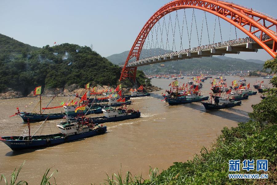 9月16日,大批渔船从浙江宁波市象山县石浦渔港出海捕鱼.