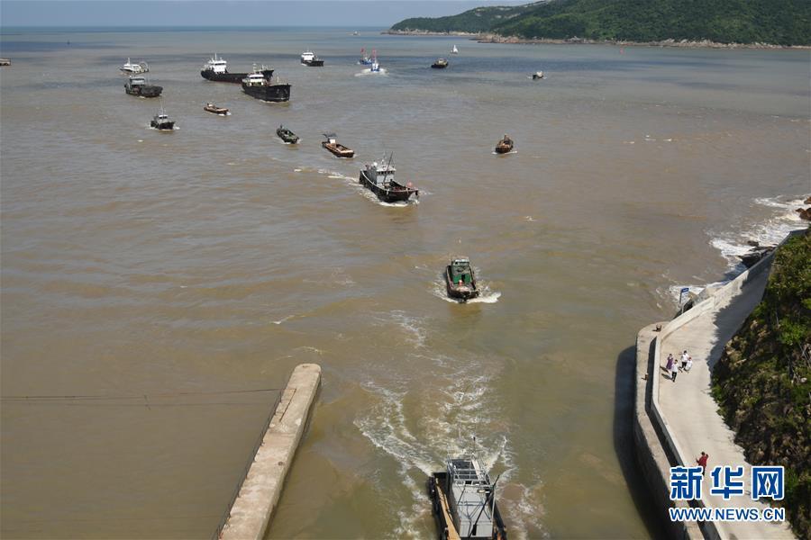 #(社会)(1)浙江台州渔船回港避风