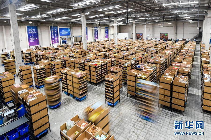 (經濟)(1)江蘇無錫:智能機器人揀選包裹效率高