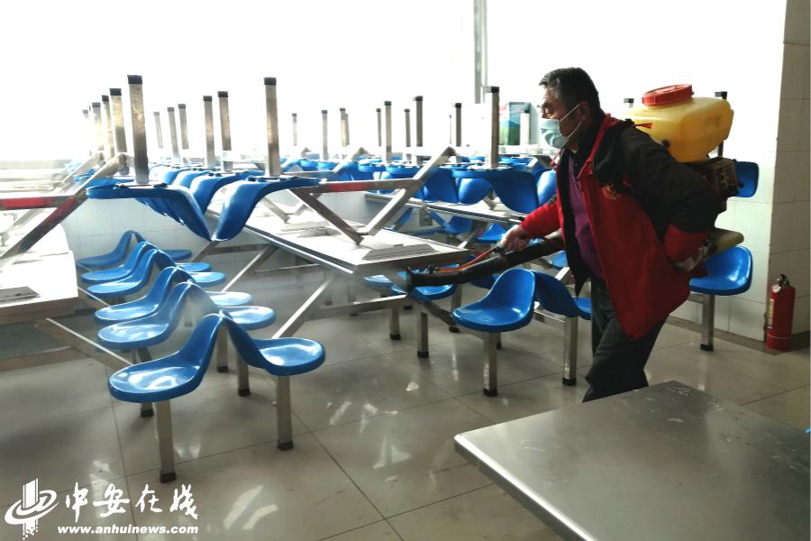 安徽阜阳:助力复课 公益组织赴校消杀