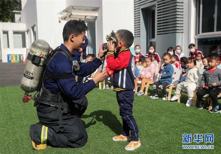 (社会)(1)上海:消防安全进校园