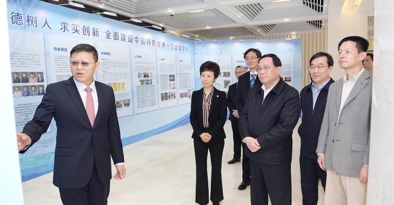 李强:为上海发展提供更有力智力贡献人才支撑