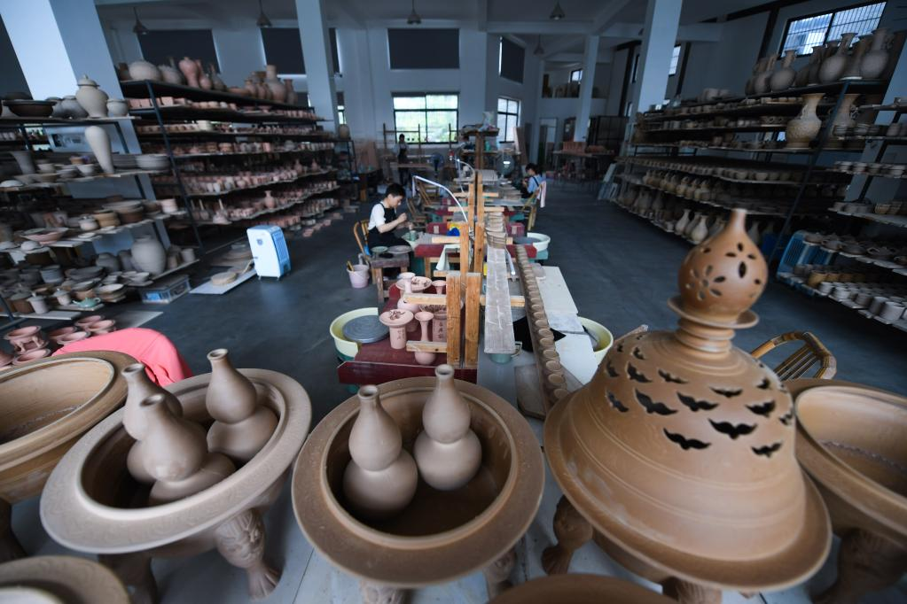浙江慈溪:推动现代青瓷产业发展
