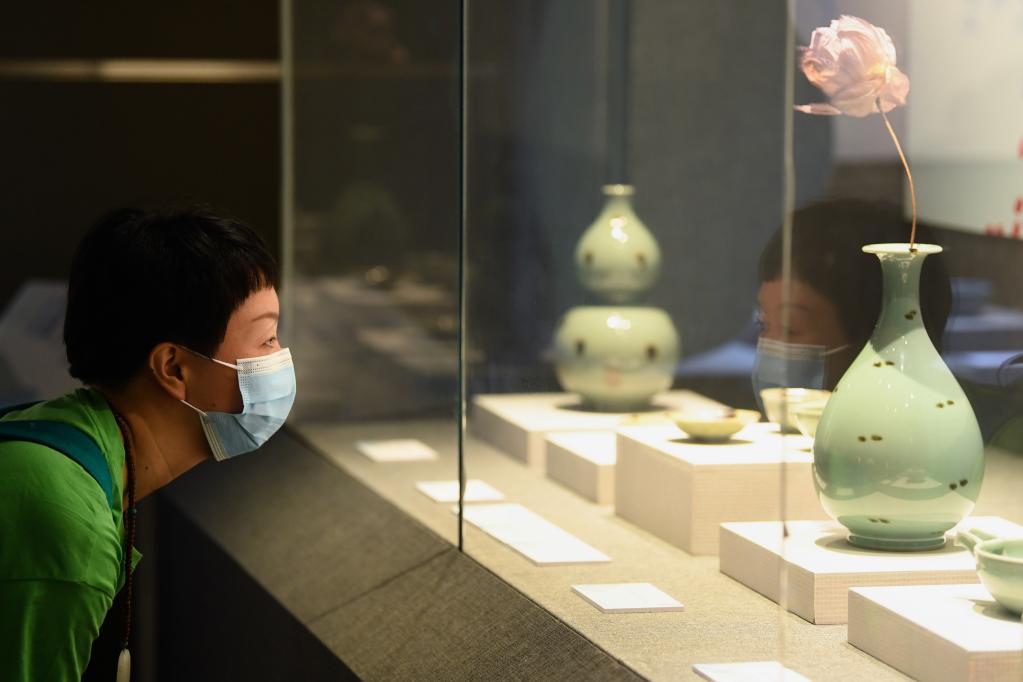 浙江省博物館舉辦龍泉青瓷制釉技藝古今對比展