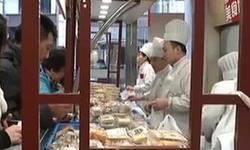 年将近 年味浓:上海市民买甜品 爱口味更爱好彩头