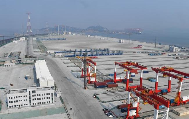 全球最大自动化码头年底投产
