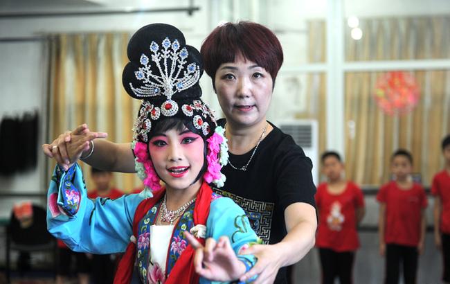 图片故事:小荷才露尖尖角 京剧小丫初长成