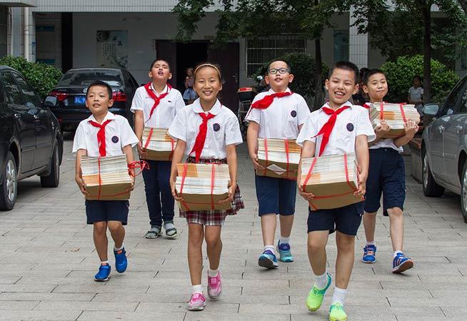 开学啦!江苏各地小学生开心入学