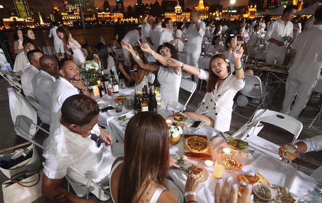 法国白色长桌晚宴现身上海
