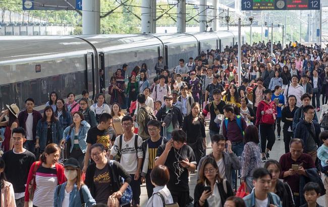 铁路迎来假期返程客流高峰