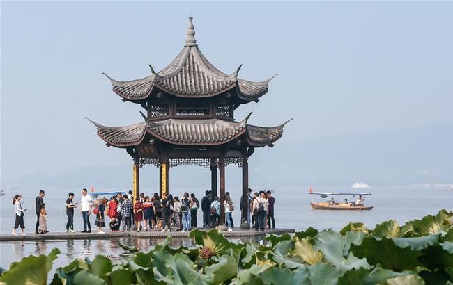"""杭州西湖""""十一""""黄金周接待游客超过450万人次"""