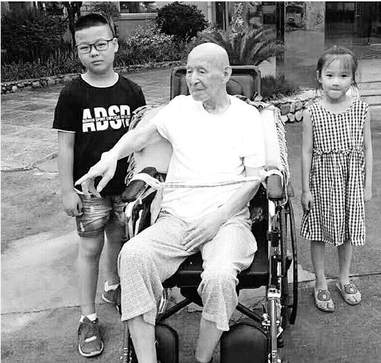 杭州百岁老人有745位,最长寿者是108岁的李景春