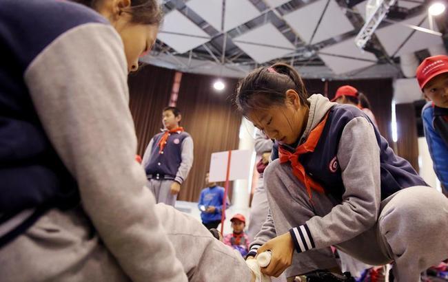 上海:中小学师生展示公共安全知识技能
