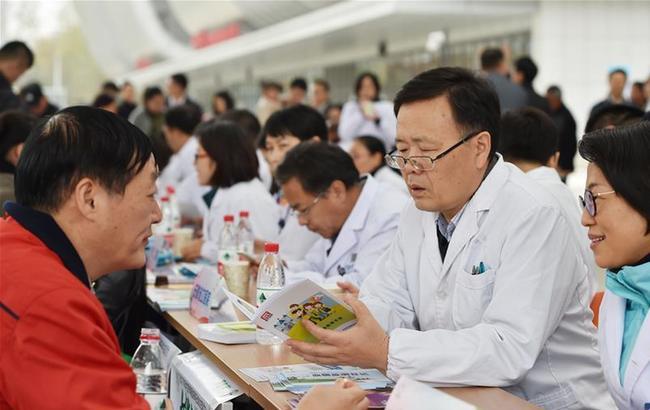 """安徽合肥举办""""联合国糖尿病日主题活动""""大型义诊"""