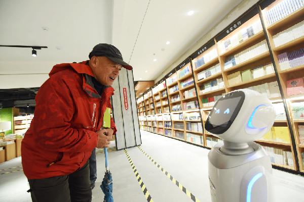 智能机器人亮相杭州新华书店