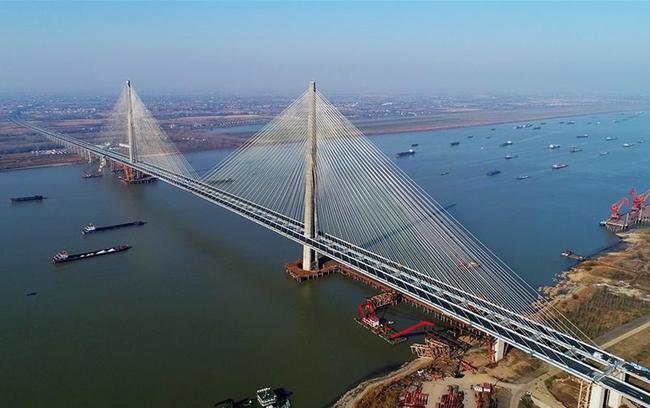 安徽芜湖长江公路二桥通车运营