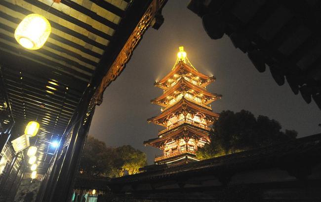 苏州寒山寺亮灯迎新年
