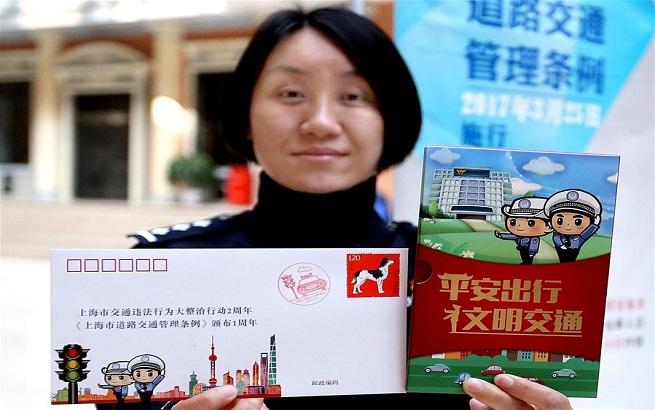 上海警方举行交通安全大型宣传活动
