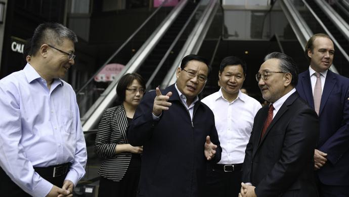 """李强:提高消费服务品质 增强""""上海购物""""体验度"""