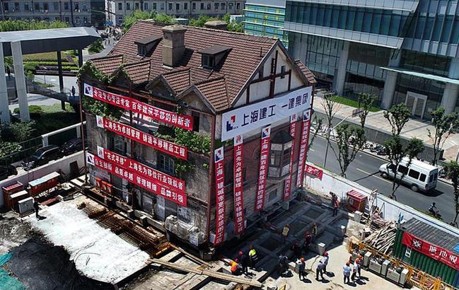 """上海:百年建筑旋转平移50余米""""安新家"""""""