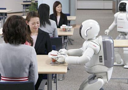 智能機器人走進南京物業 會炒菜做飯、控制家電