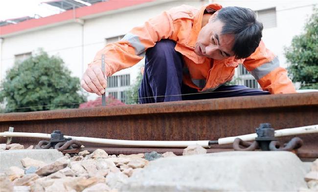 三代铁路线路检修工 四十年传承更上一层