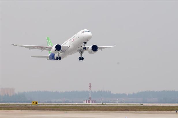 """中国商飞:中国""""新翼""""飞向世界"""