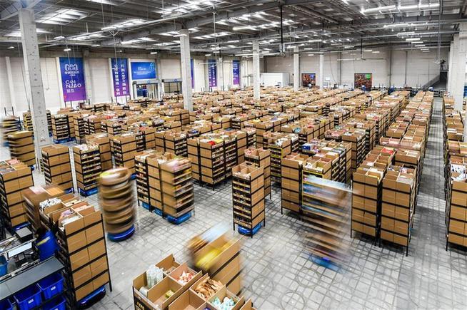 江蘇無錫:智能機器人揀選包裹效率高