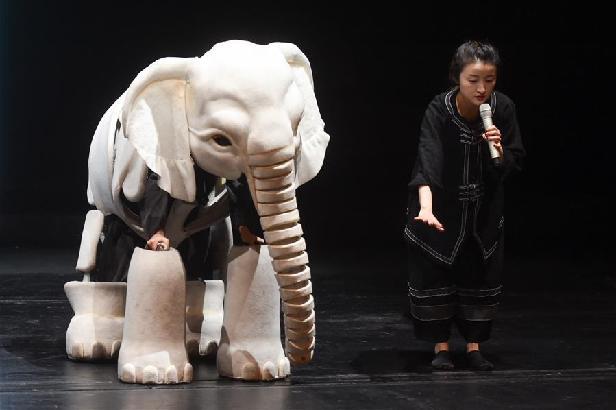 多媒体木偶剧《最后一头战象》登台国家大剧院