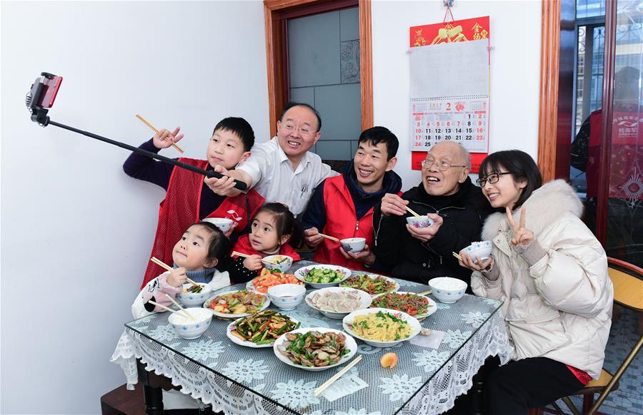 """浙江慈溪:元宵佳節""""愛心團圓飯"""""""
