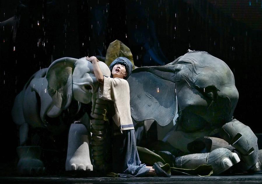 新版大型人偶舞台剧《最后一头战象》在沪亮相