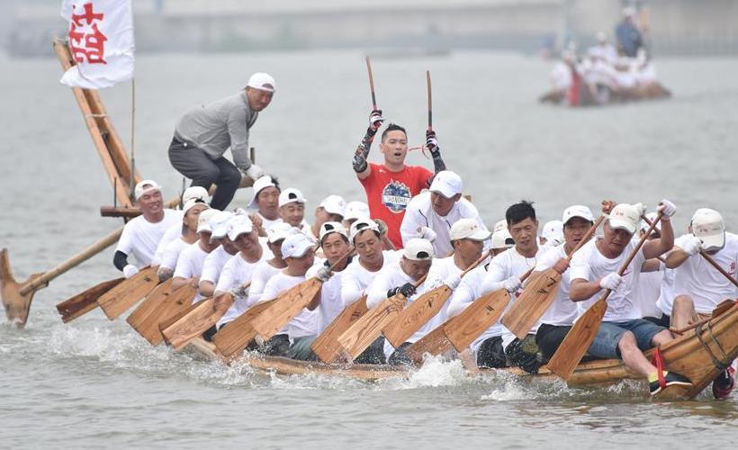 安徽:赛龙舟 祈丰收