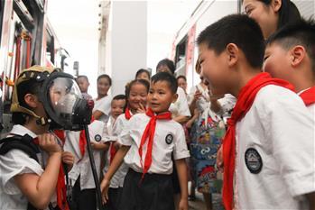 安徽合肥:假期学习消防知识