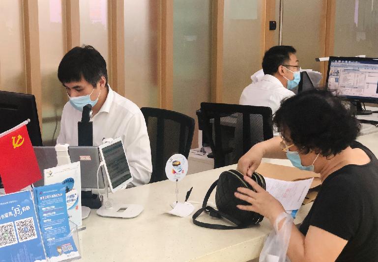 提醒!上海新版社保卡换发还剩6个月 你换了吗?