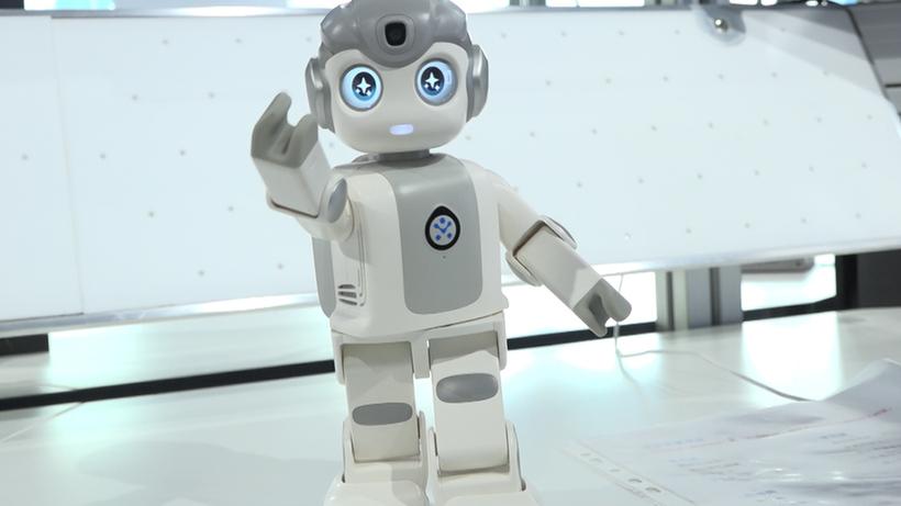 """高科技≠高冷,来看这台""""萌萌哒""""的感知机器人"""