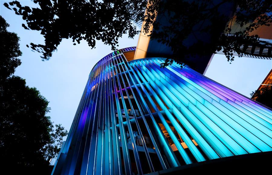 上海虹桥商务区夜色