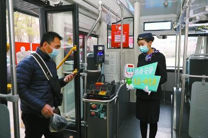 上海:公交设静音车厢